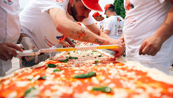 Longest-pizza-in-the-world